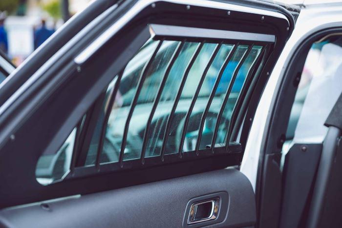 Policja Grodzisk Maz.: Odpowie za uszkodzenie samochodu siostry